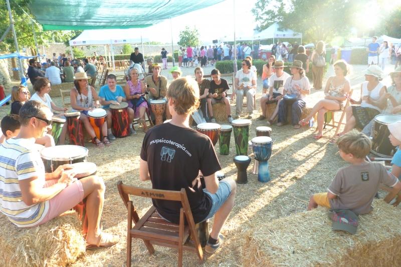 """Círculo de percusión en el taller """"Ginmost amb percussió"""""""