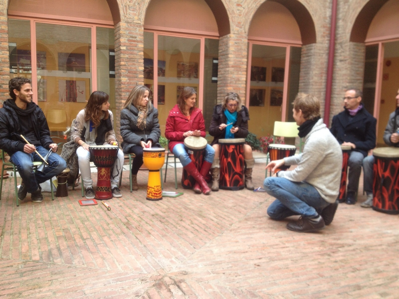 Facilitación de círculo de percusión